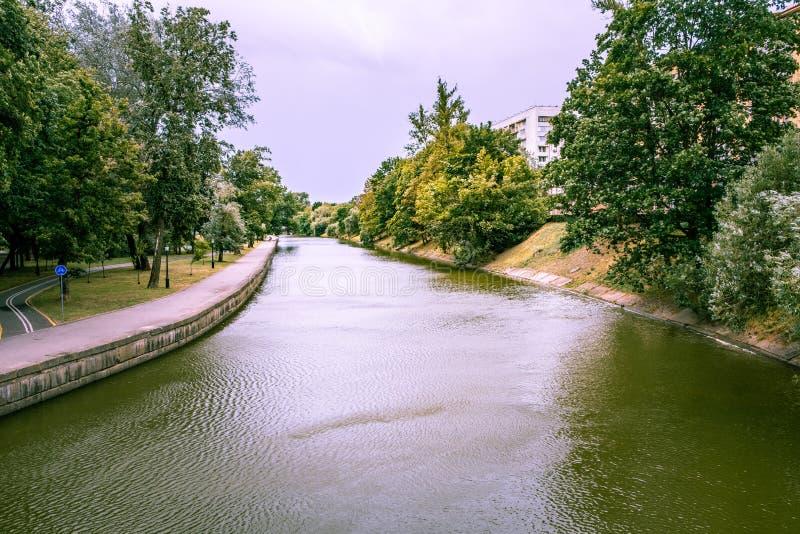 Rivier Svislach in een park in Minsk stock afbeelding