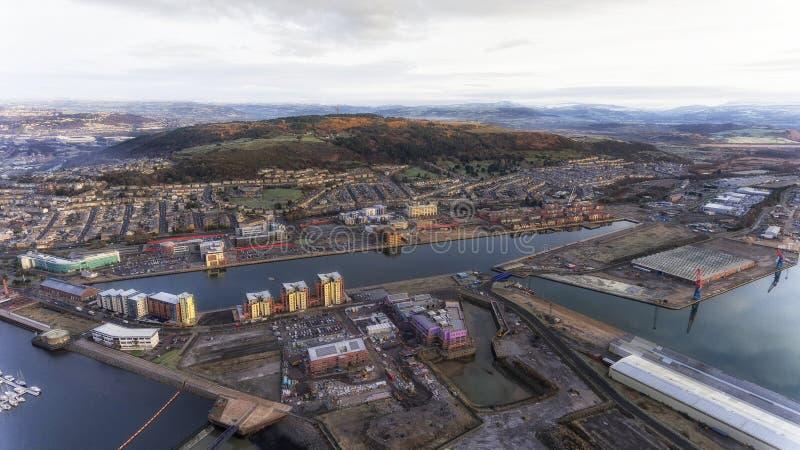 Rivier Tawe in de stad van Swansea stock afbeeldingen