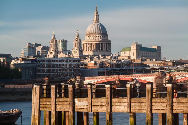 Rivier Theems en St Paul Cathedral London royalty-vrije stock foto