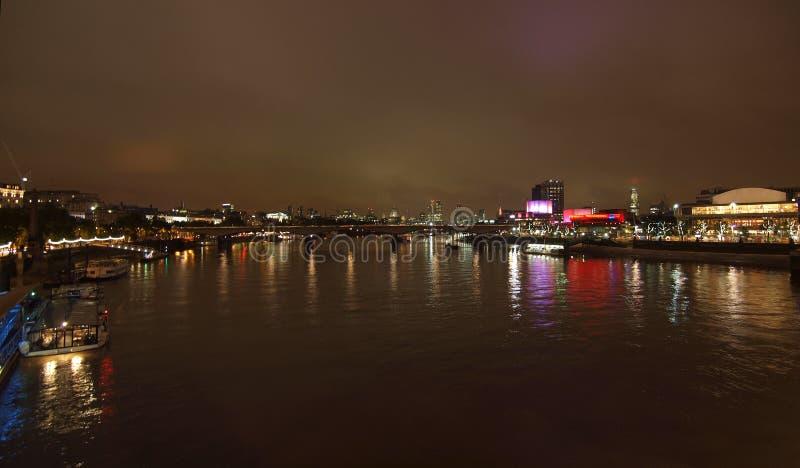Download Rivier Theems in Londen stock afbeelding. Afbeelding bestaande uit brittannië - 39115497