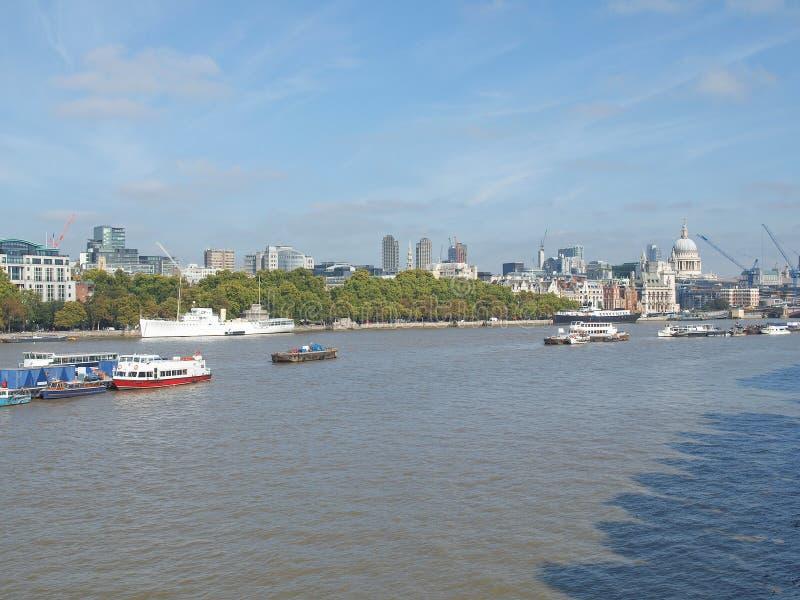 Download Rivier Theems in Londen stock foto. Afbeelding bestaande uit engeland - 39115528