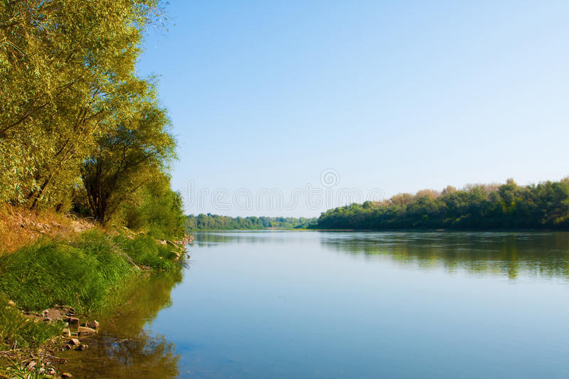 Rivier Ural, Uralsk-stad, Kazachstan stock foto's