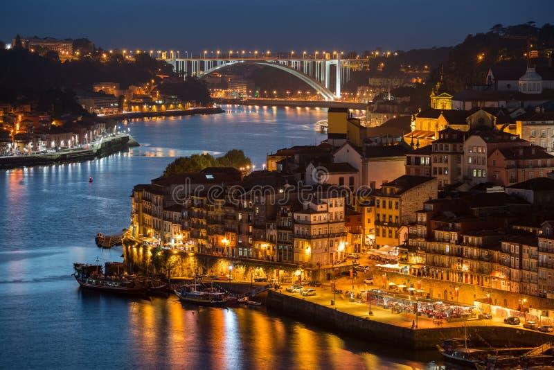 Rivier van Douro bij schemering royalty-vrije stock afbeelding