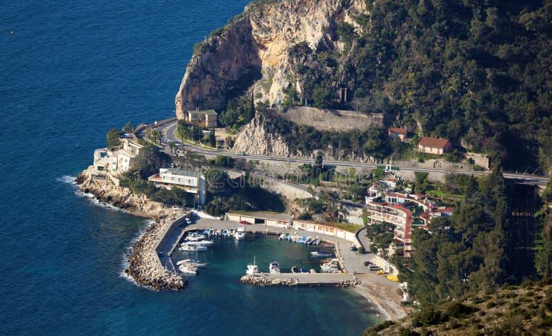 Riviera francês, ` Azur de CÃ'te d, costa mediterrânea, Eze, Saint Tropez, Cannes e Mônaco agradáveis Água azul e iate luxuosos imagem de stock royalty free