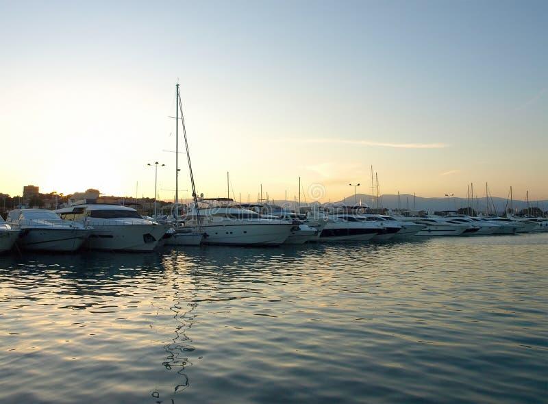 Riviera francês - sailboats em Vauban portuário imagem de stock
