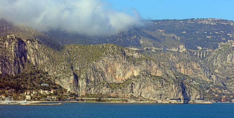 Riviera francesa agradable, costa mediterránea, Eze, Saint Tropez, Cannes y Mónaco Agua azul y yates de lujo fotografía de archivo libre de regalías