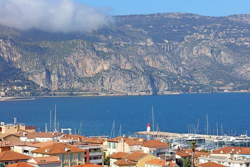 Riviera francesa agradable, costa mediterránea, Eze, Saint Tropez, Cannes y Mónaco Agua azul y yates de lujo imagenes de archivo