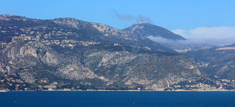 Riviera francesa agradable, costa mediterránea, Eze, Saint Tropez, Cannes y Mónaco Agua azul y yates de lujo imágenes de archivo libres de regalías
