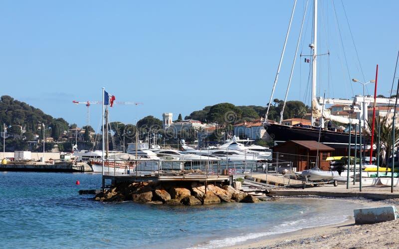 Riviera francesa, ` Azur, costa mediterránea de CÃ'te d, Eze, Saint Tropez, Cannes y Mónaco agradables Agua azul y yates de lujo imagen de archivo