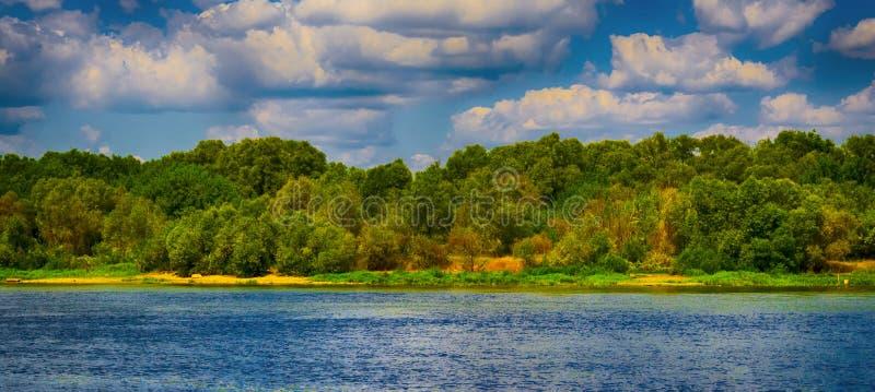rivieroever royalty-vrije stock fotografie