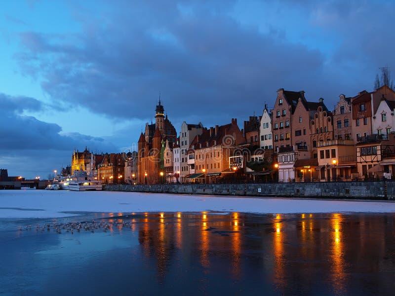 Rivieroever bij dageraad in Gdansk, Polen. royalty-vrije stock afbeeldingen