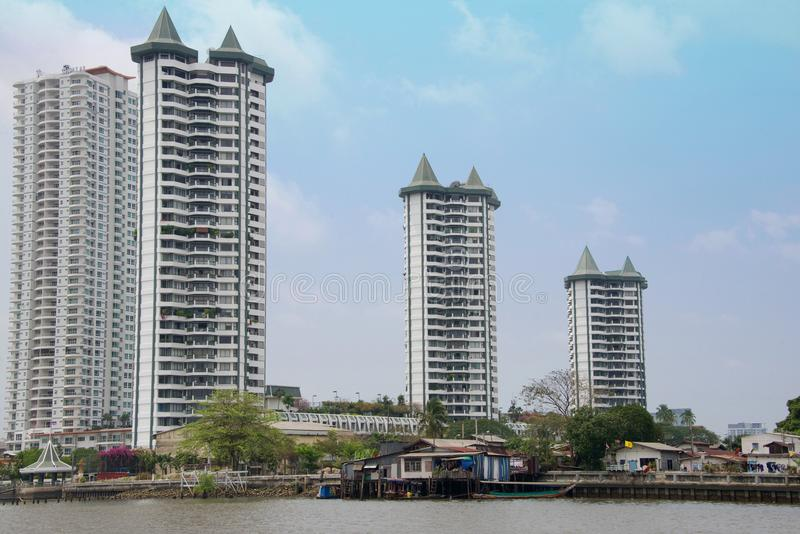 Rivieroeverarchitectuur in Bangkok, Thailand royalty-vrije stock afbeelding