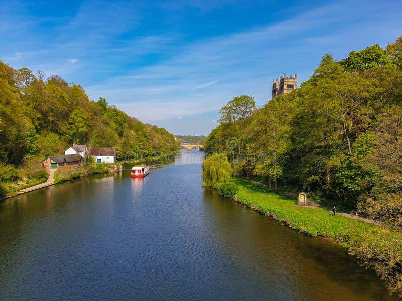 Rivierslijtage in de Lente in Durham, het Verenigd Koninkrijk royalty-vrije stock foto's