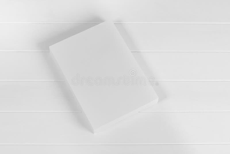 Rivista, manifesto, opuscolo o aletta di filatoio del modello isolati su fondo bianco fotografia stock libera da diritti