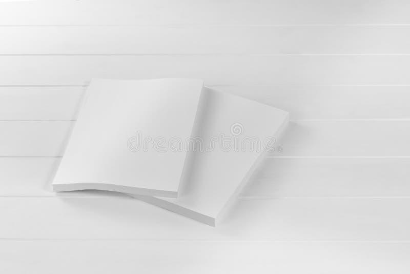 Rivista, manifesto, opuscolo o aletta di filatoio del modello isolati su fondo bianco immagini stock libere da diritti