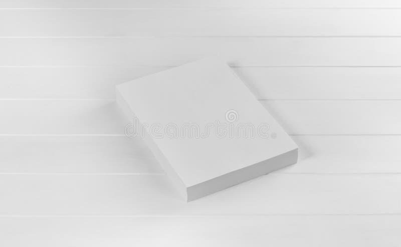 Rivista, manifesto, opuscolo o aletta di filatoio del modello isolati su fondo bianco fotografia stock