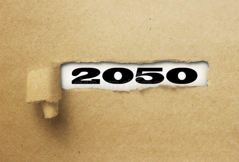 Rivit sönder eller sönderrivet papper som avslöjer det nya året 2050 på vitt royaltyfri foto