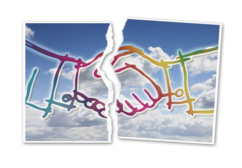 Rivit sönder foto av en handskakning mot en cloudscapebakgrund - Co royaltyfri fotografi