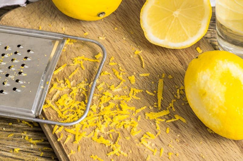 Rivjärnpeel- och citronpiff royaltyfri bild