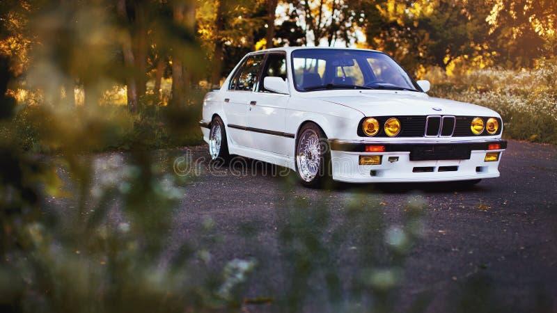 Rivne, Украина - 7-ое июля 2018: Первоначально oldtimer outdors BMW M3 e30, колес спорта, tunning, лоснистых и сияющих старый кла стоковое фото rf