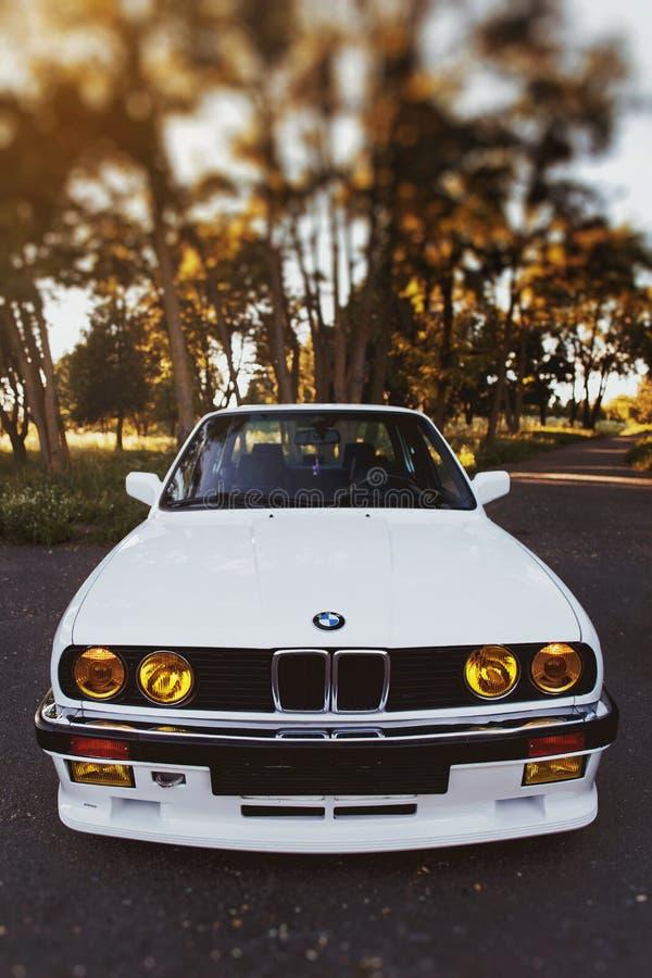 Rivne, Ucrania - 7 de julio de 2018: Oldtimer retro clásico original de los outdors de BMW M3 e30, de las ruedas del deporte, el  foto de archivo libre de regalías