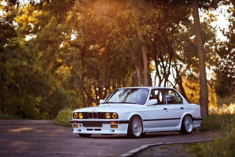 Rivne Ukraina - Juli 07, 2018: Original-, för tunning, glansig och skinande gammal klassisk retro oldtimer för BMW M3 e30 outdors royaltyfri bild