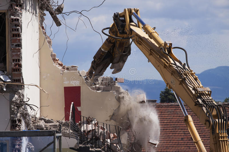 Rivning av byggnad royaltyfri foto