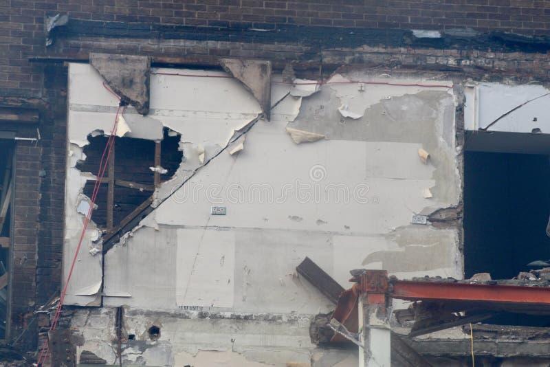 Rivning av gammal byggnad royaltyfri bild