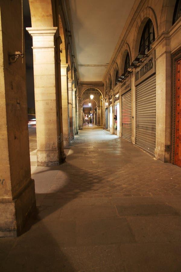 Rivoli uliczne arkady Paryż, Francja - obraz royalty free