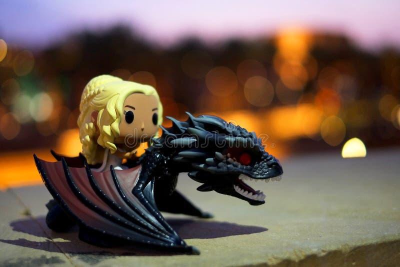 Riyadh, Arabia Saudyjska, Luty/- 22, 2019: Wystrzału Funko zabawka opierająca się od hbo gry tronu charakter Khaleesi lub królowe obrazy royalty free