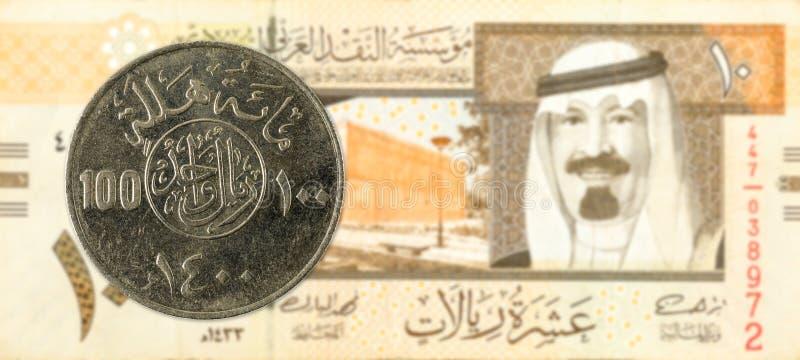 riyalmynt för 100 saudier mot riyalsedel för 10 saudier royaltyfria foton