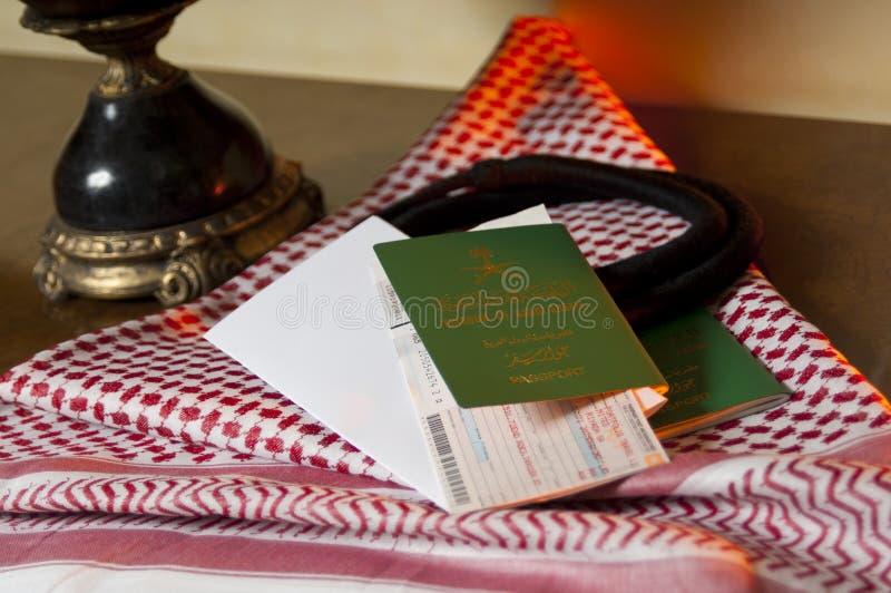 Riyals saoudiens Mone de billet de vol de passeport de document de Travller de Saoudien photographie stock libre de droits