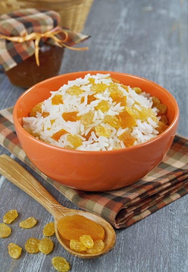 Riz avec des fruits secs images stock