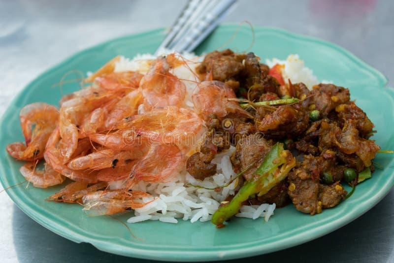 Riz avec le cari thaïlandais du sud images stock