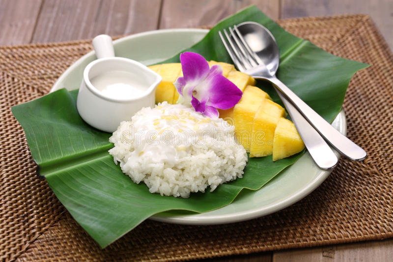 Riz collant de mangue thaïlandaise, muang de mA de niaow de khao photographie stock libre de droits