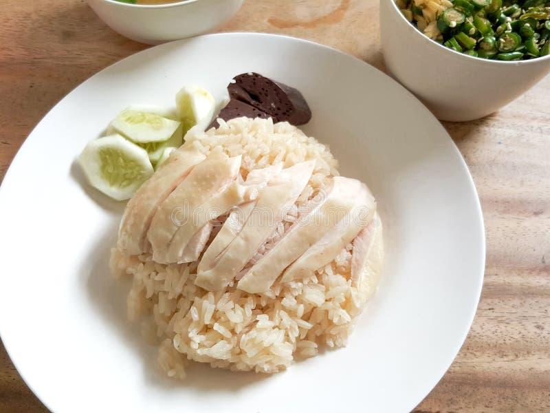 Riz cuit à la vapeur avec du potage au poulet chez la Thaïlande photographie stock libre de droits