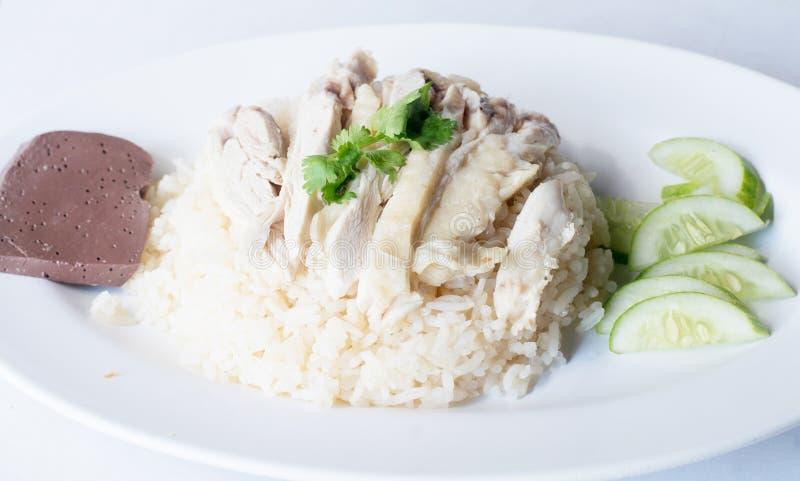 Riz cuit à la vapeur avec du potage de poulet photographie stock
