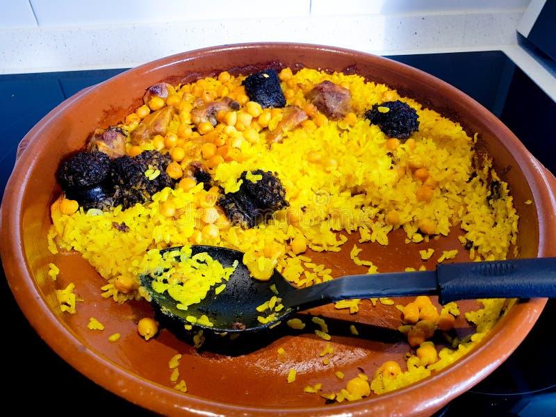 Riz cuit au four Plat Valencian typique à côté de la Paella célèbre images stock