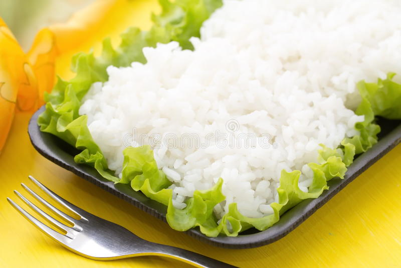 Riz cuit avec des légumes image stock
