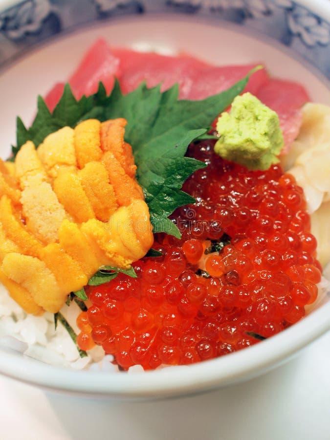 Riz de fruits de mer crus de type japonais photographie stock libre de droits