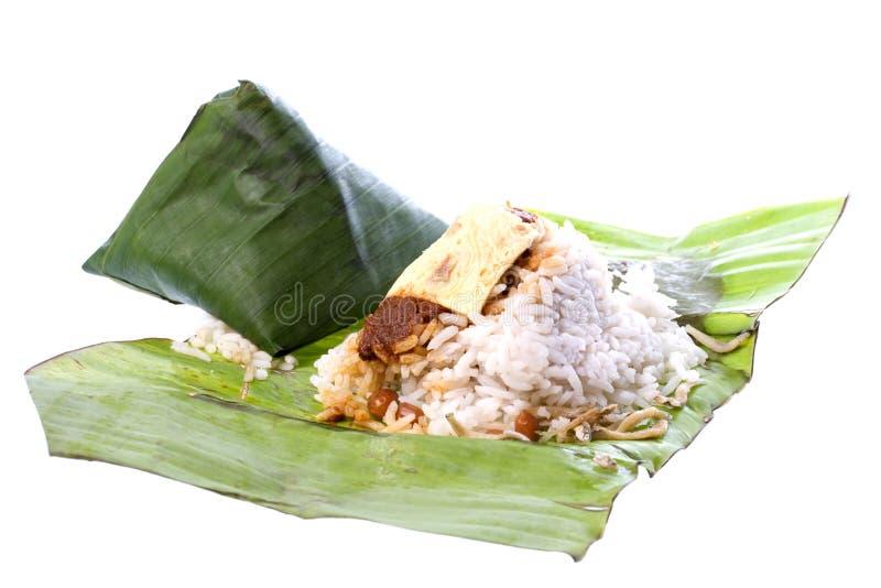 Riz de noix de coco dans la lame de banane photographie stock