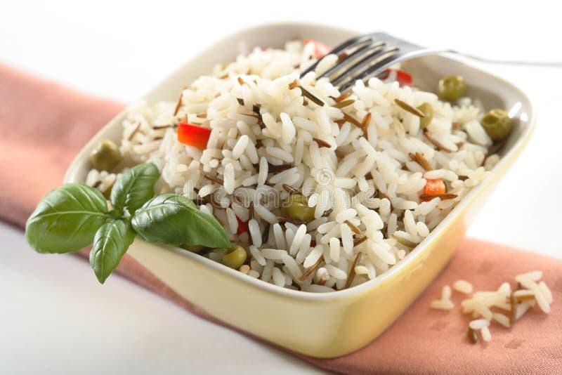 Riz et fourchette dans la cuvette images stock