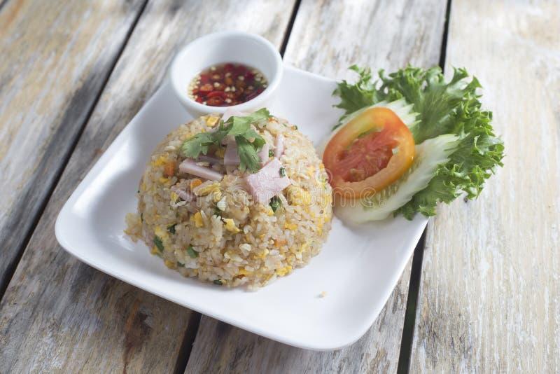 Riz frit avec du jambon photo libre de droits