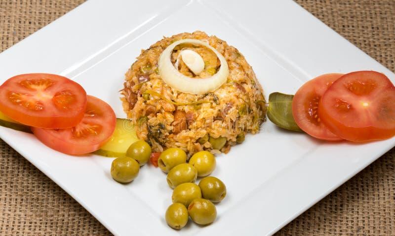 Riz jaune créole traditionnel de cuisine cubaine photographie stock libre de droits