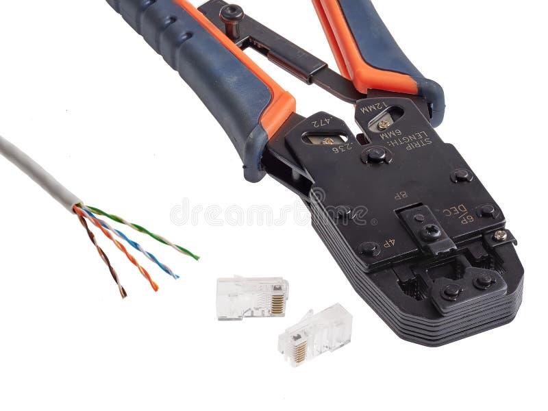 RJ45 crimping narzędzie używać dołączać ethernetów włączniki UTP depeszuje zdjęcia stock