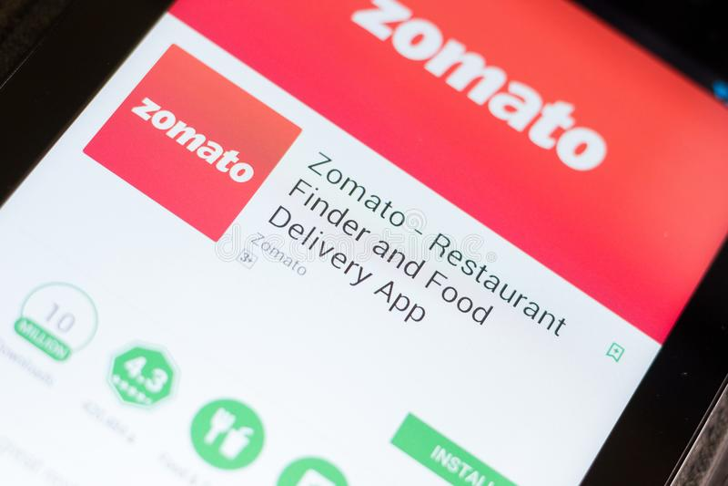 Rjazan', Russia - 24 giugno 2018: Zomato - cellulare app di consegna del cercatore e dell'alimento del ristorante sull'esposizion fotografia stock libera da diritti