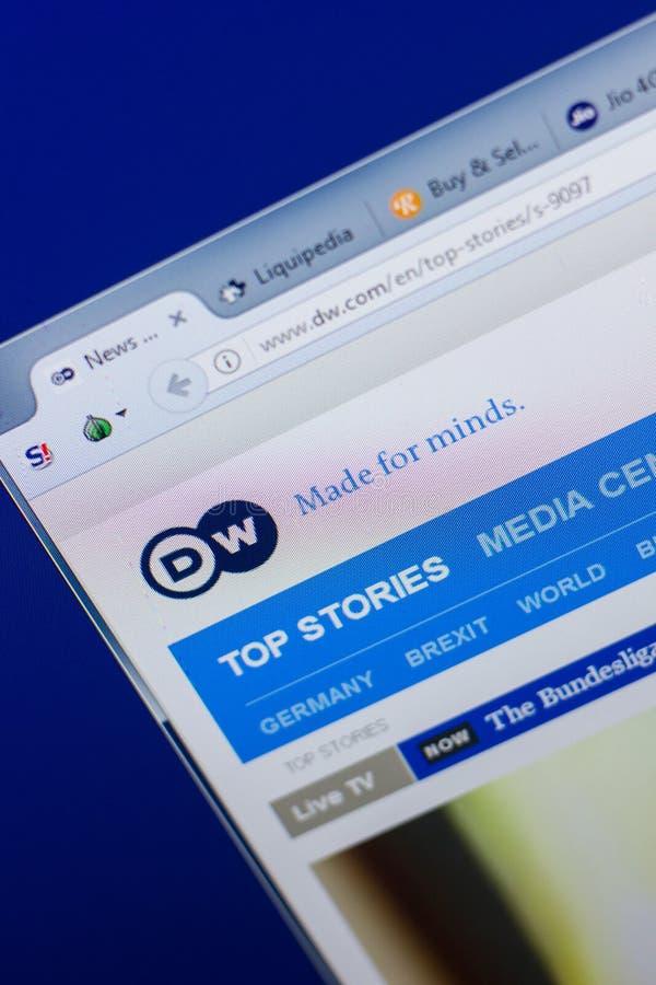 Rjazan', Russia - 13 maggio 2018: Sito Web di Deutsche Welle sull'esposizione del PC, URL - DW com fotografie stock