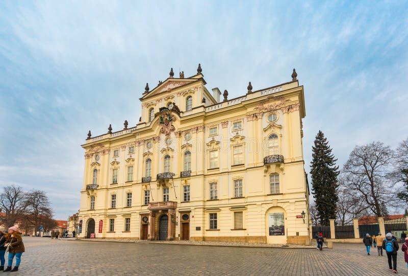 ?rkebiskopslott i Prague arkivfoto