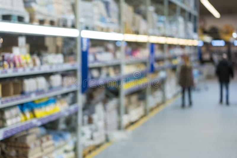 rket in onscherp voor achtergrond Abstracte onduidelijk beeldachtergrond van Plank van Snack en Suikergoed in de sectie van Kruid stock afbeeldingen