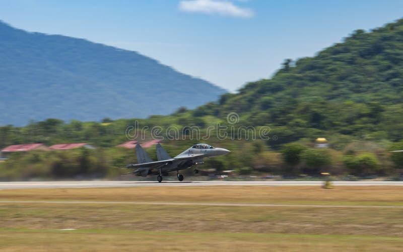 RMAF Sukhoi decola para o airshow em LIMA Expo foto de stock royalty free